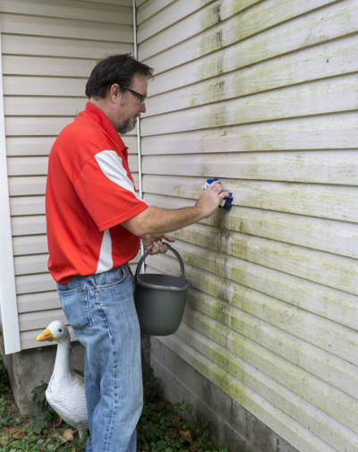 How To Clean Vinyl Siding Like A Pro Feldco Quad Cities